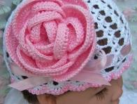 Beyaz Dantelli Bebek Şapka Modeli