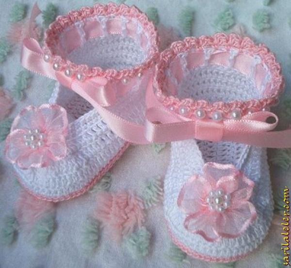 Boncuklu elişi bebek patiği modelleri