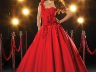 Kırmızı Nişan Kıyafetleri