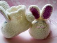 Tavşan İşlemeli Örgü Bebek Patiği